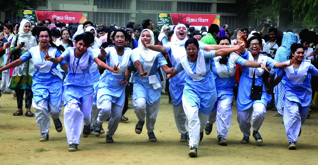 Students of Viqarunnisa Noon