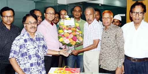 Officers of Islami Bank Bangladesh Ltd. presenting a bouquet to the Editor of The New Nation on the occasion of the 37th anniversary of the newspaper on Sunday.